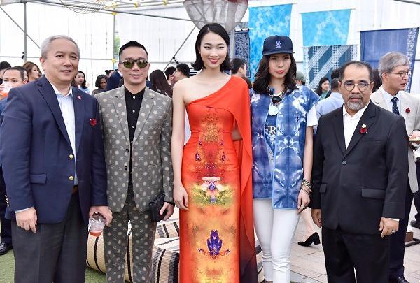 Hoa hậu Nhân ái Thủy Tiên sánh đôi cùng NTK Đỗ Trịnh Hoài Nam tại ASEAN WEEK 2019 Ảnh 8