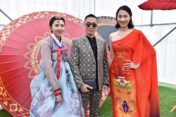 Hoa hậu Nhân ái Thủy Tiên sánh đôi cùng NTK Đỗ Trịnh Hoài Nam tại ASEAN WEEK 2019 Ảnh 7