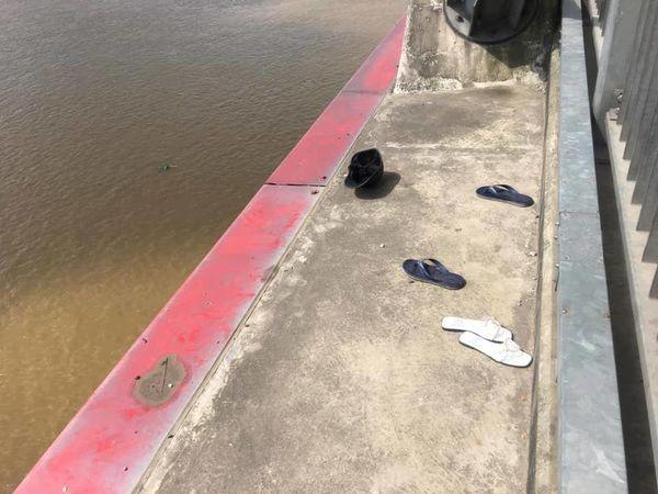 Cô gái trẻ khóc ngất trên cầu Nhật Tân khi chứng kiến bạn trai nhảy xuống sông Hồng tự tử Ảnh 2