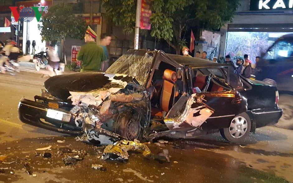 2 xe ô tô đâm nhau, 3 người bị thương nặng Ảnh 2