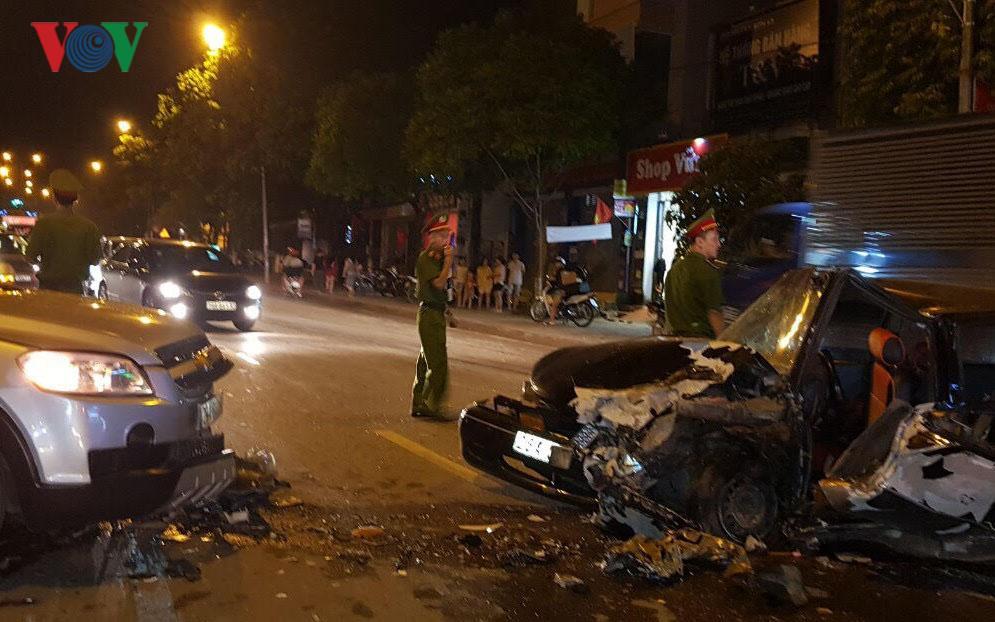 2 xe ô tô đâm nhau, 3 người bị thương nặng Ảnh 1