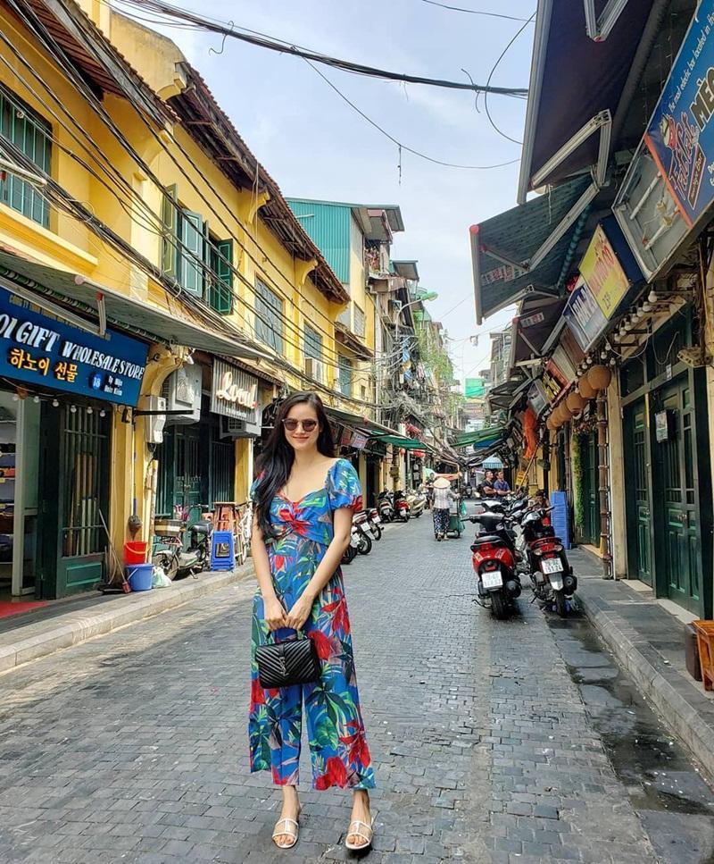 Street style sao Việt tuần qua: Diệp Lâm Anh bầu bí vẫn sexy, Chi Pu, Minh Hằng gợi cảm hết mực Ảnh 23