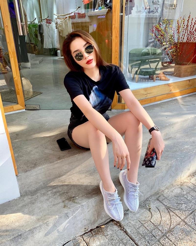 Street style sao Việt tuần qua: Diệp Lâm Anh bầu bí vẫn sexy, Chi Pu, Minh Hằng gợi cảm hết mực Ảnh 6