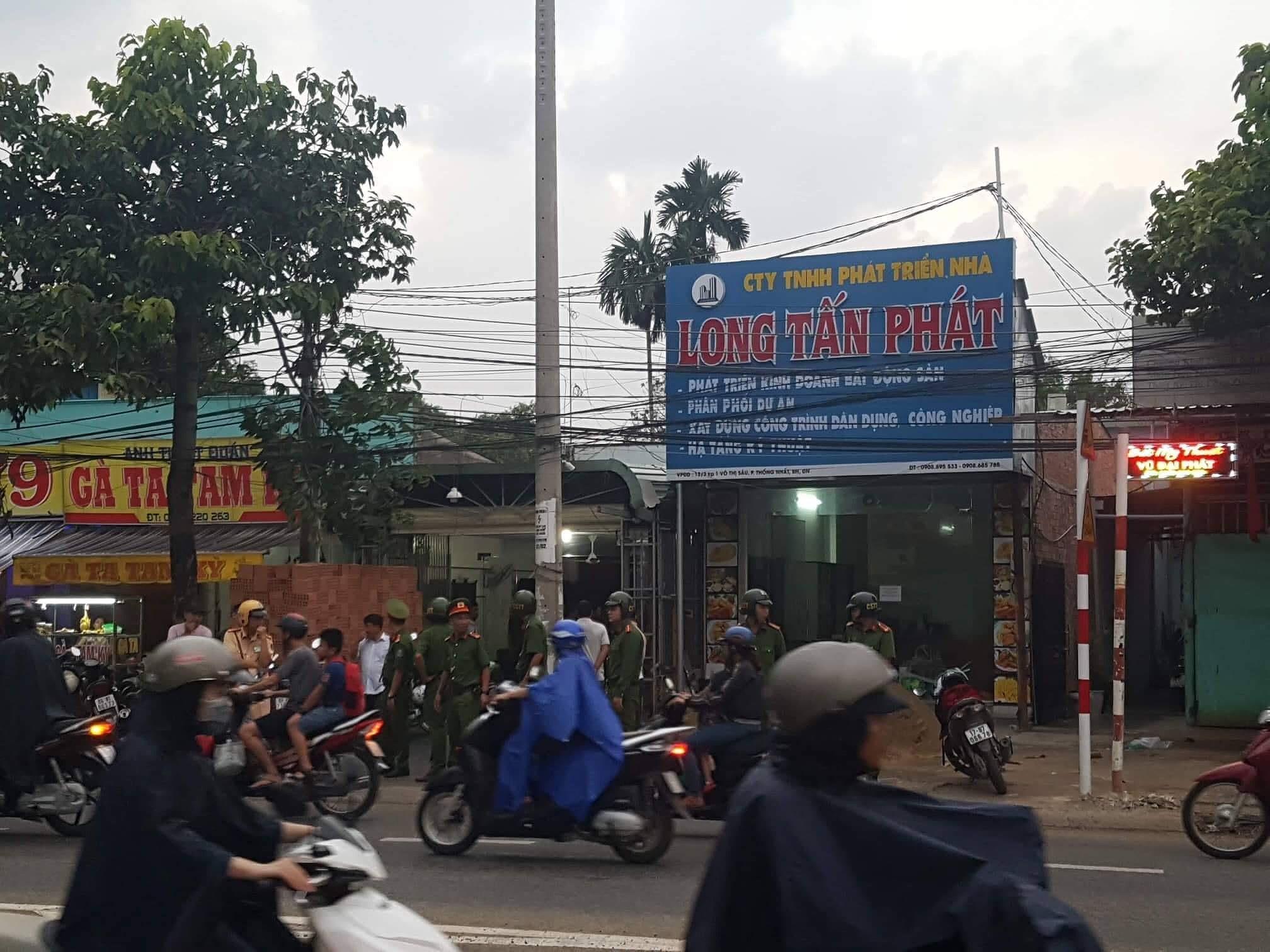 Công an khám nhà chủ doanh nghiệp gọi Giang '36' vây xe công an Ảnh 1