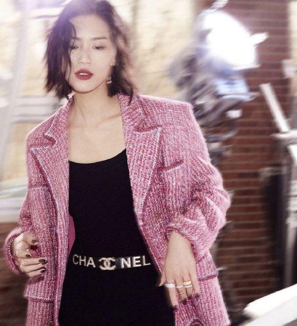Áo khoác Chanel hồng rực làm cả thiên thần nội y Liu Wen đến fashionista Châu Bùi chao đảo Ảnh 4