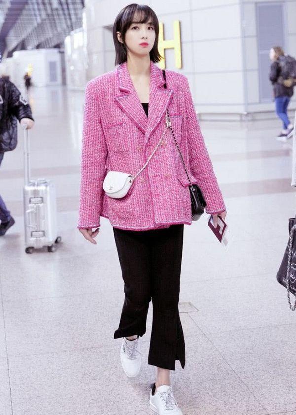Áo khoác Chanel hồng rực làm cả thiên thần nội y Liu Wen đến fashionista Châu Bùi chao đảo Ảnh 7