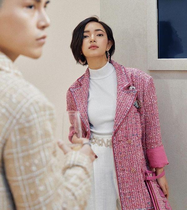 Áo khoác Chanel hồng rực làm cả thiên thần nội y Liu Wen đến fashionista Châu Bùi chao đảo Ảnh 10