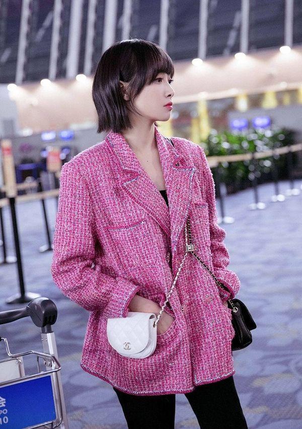Áo khoác Chanel hồng rực làm cả thiên thần nội y Liu Wen đến fashionista Châu Bùi chao đảo Ảnh 6