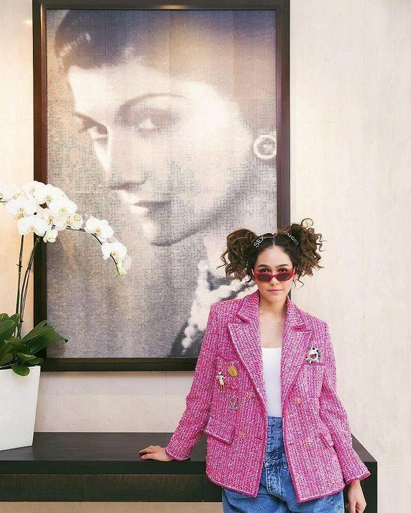 Áo khoác Chanel hồng rực làm cả thiên thần nội y Liu Wen đến fashionista Châu Bùi chao đảo Ảnh 9