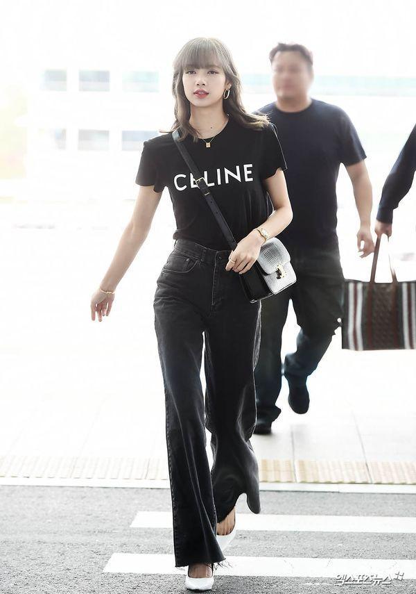 Từ sân bay tới đường phố, Lisa (BlackPink) gây bão với trang phục giản dị nhưng ai dè lại siêu đắt Ảnh 1