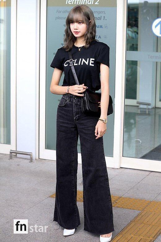 Từ sân bay tới đường phố, Lisa (BlackPink) gây bão với trang phục giản dị nhưng ai dè lại siêu đắt Ảnh 2