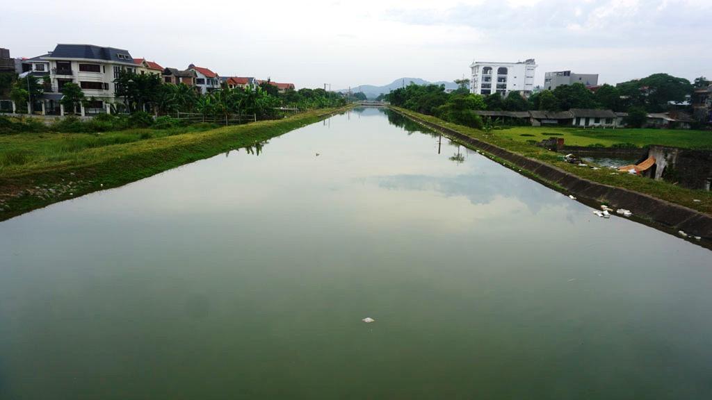 Xác lợn nổi lềnh bềnh trên kênh nước thô cấp cho nhà máy nước sạch Thanh Hóa Ảnh 6