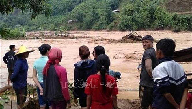 Di dời khẩn cấp 27 hộ dân sống bên suối ở Mường Tè Ảnh 1