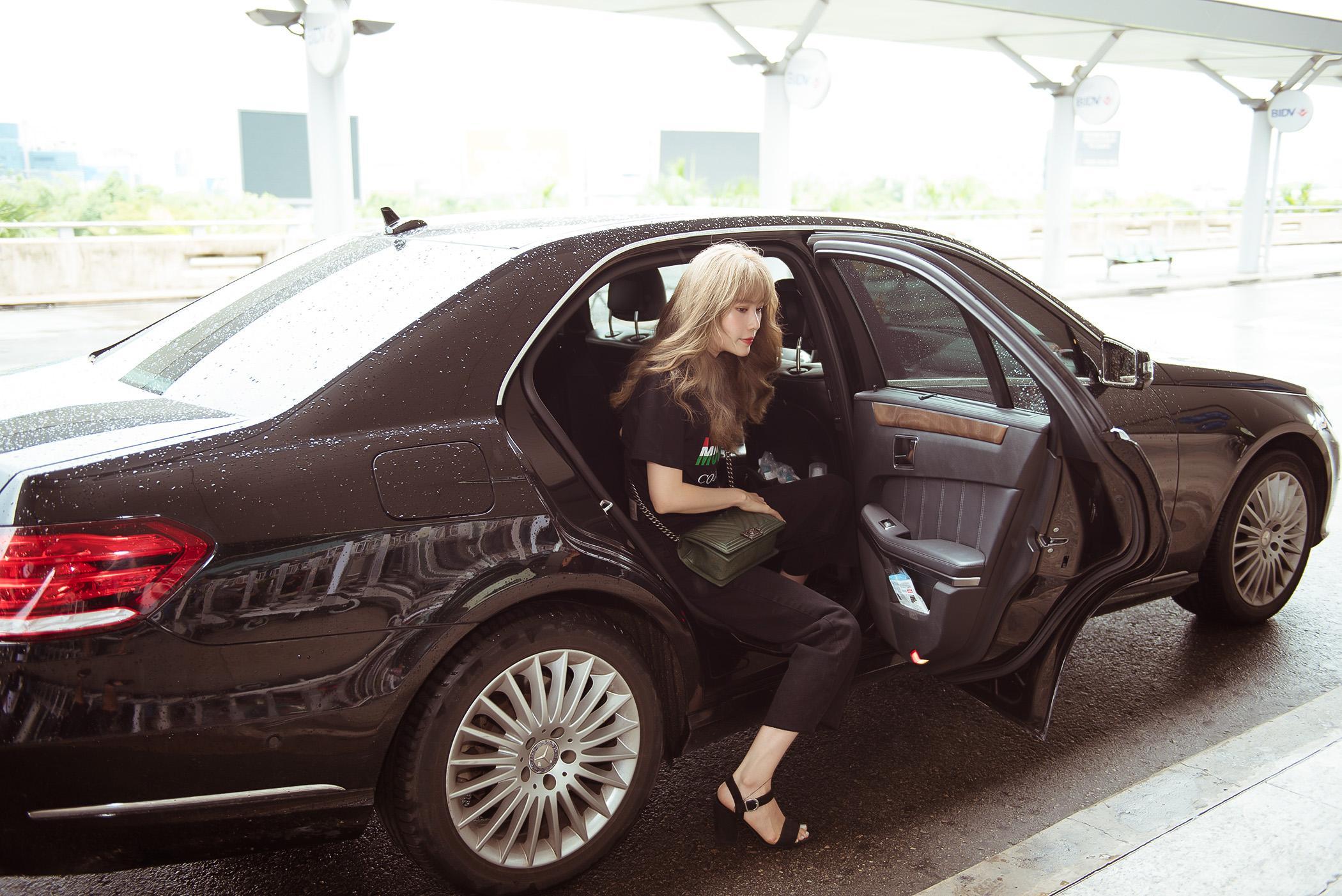 Nam Em diện set đồ 200 triệu ra sân bay, bị nhầm là gái Hàn vì tóc 'phát sáng' Ảnh 1