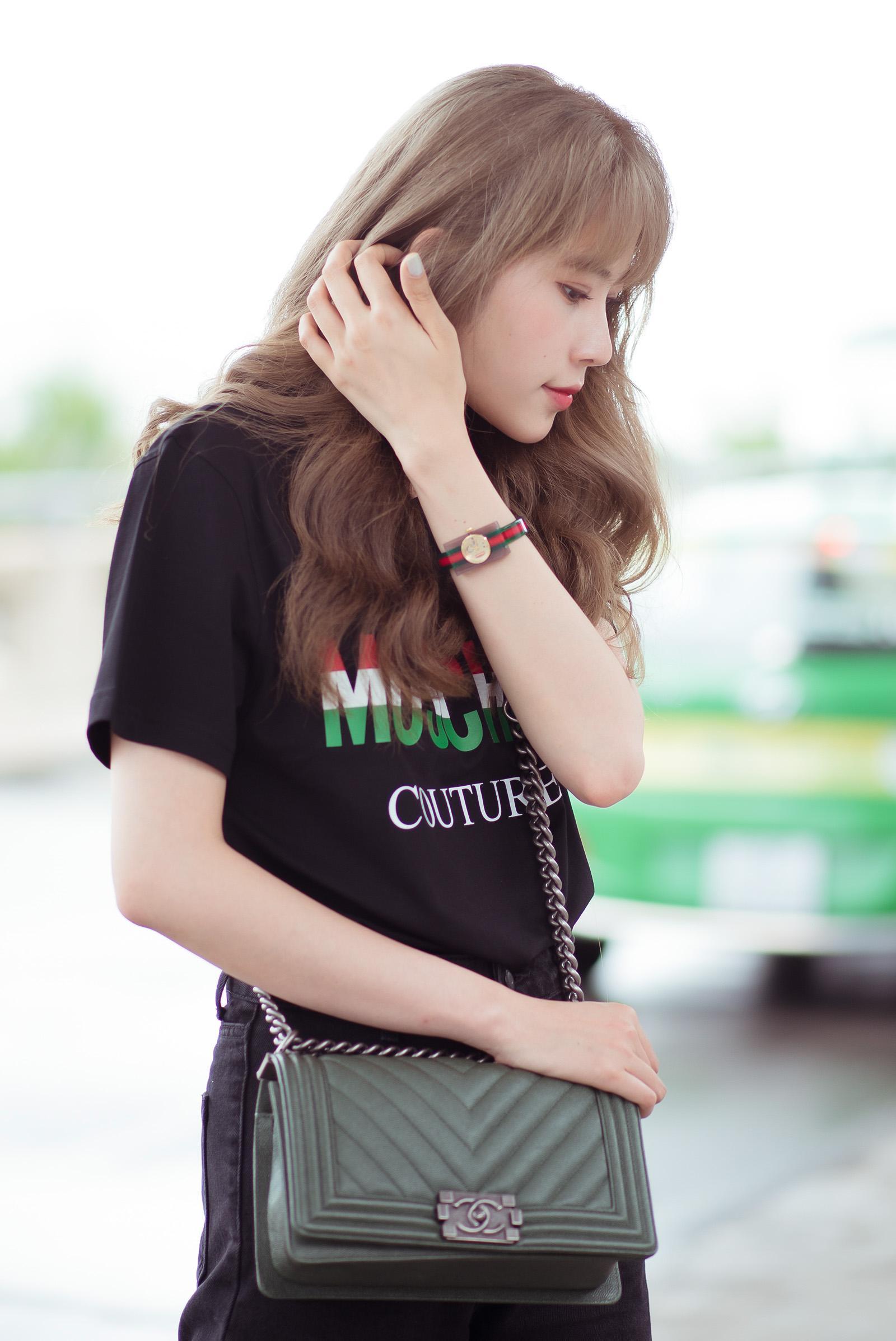 Nam Em diện set đồ 200 triệu ra sân bay, bị nhầm là gái Hàn vì tóc 'phát sáng' Ảnh 2