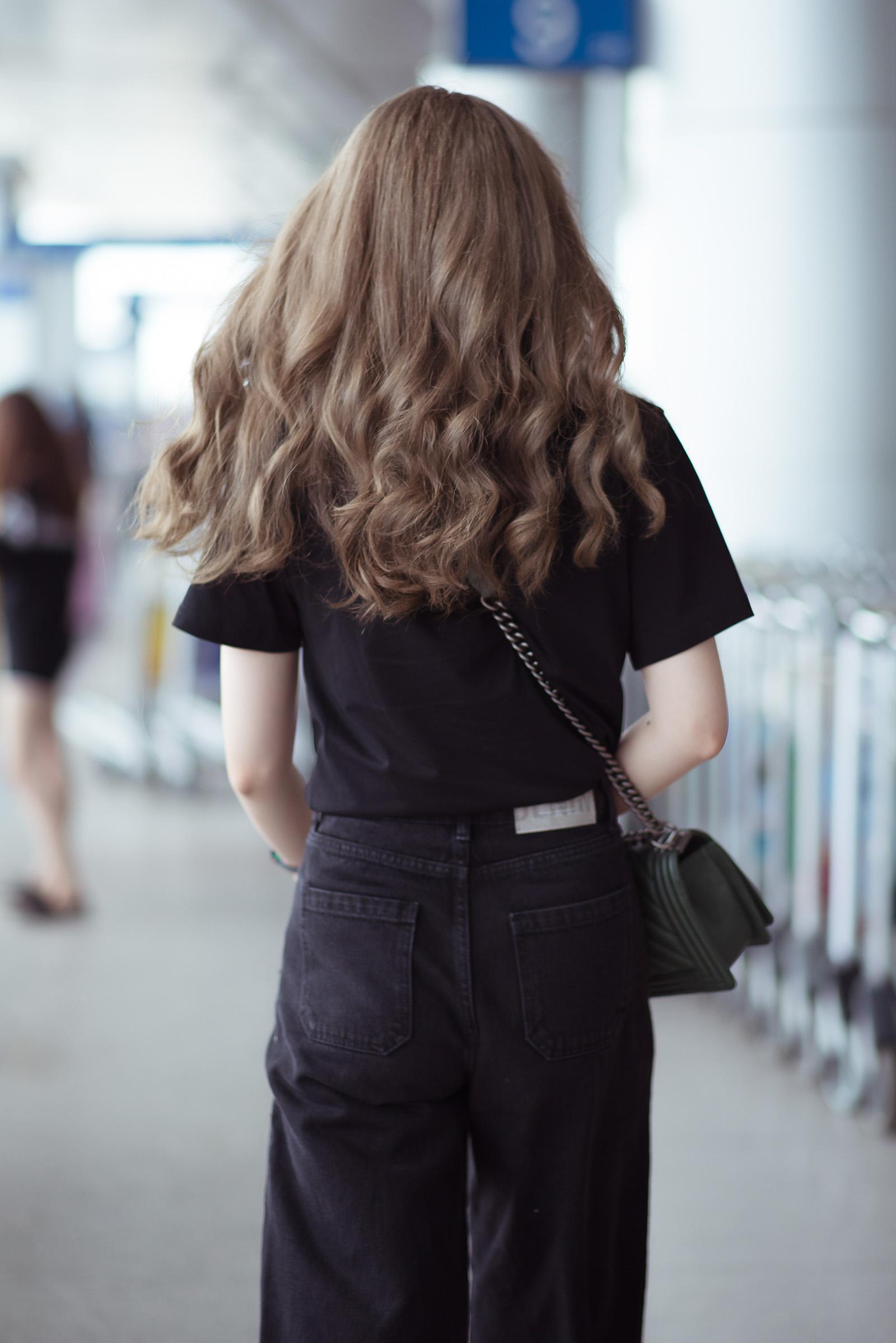 Nam Em diện set đồ 200 triệu ra sân bay, bị nhầm là gái Hàn vì tóc 'phát sáng' Ảnh 3