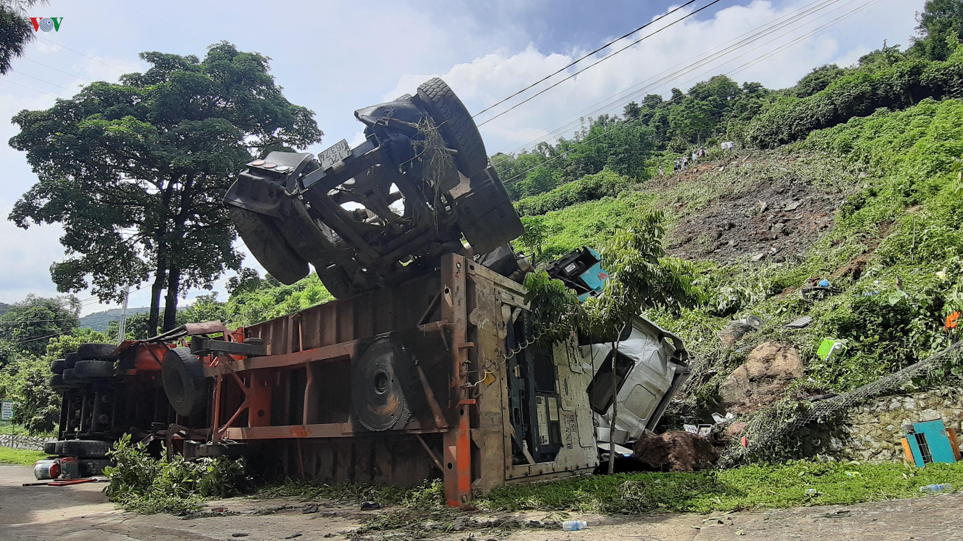 Xe container mất phanh lao xuống vực sâu tại dốc Nà Lơi, Điện Biên Phủ Ảnh 1