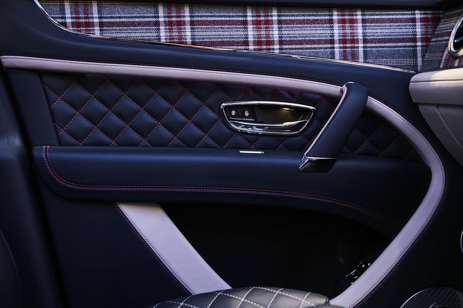 Bentley Bentayga bản 'Doanh nhân', có sẵn cả bàn cờ vua bên trong Ảnh 3