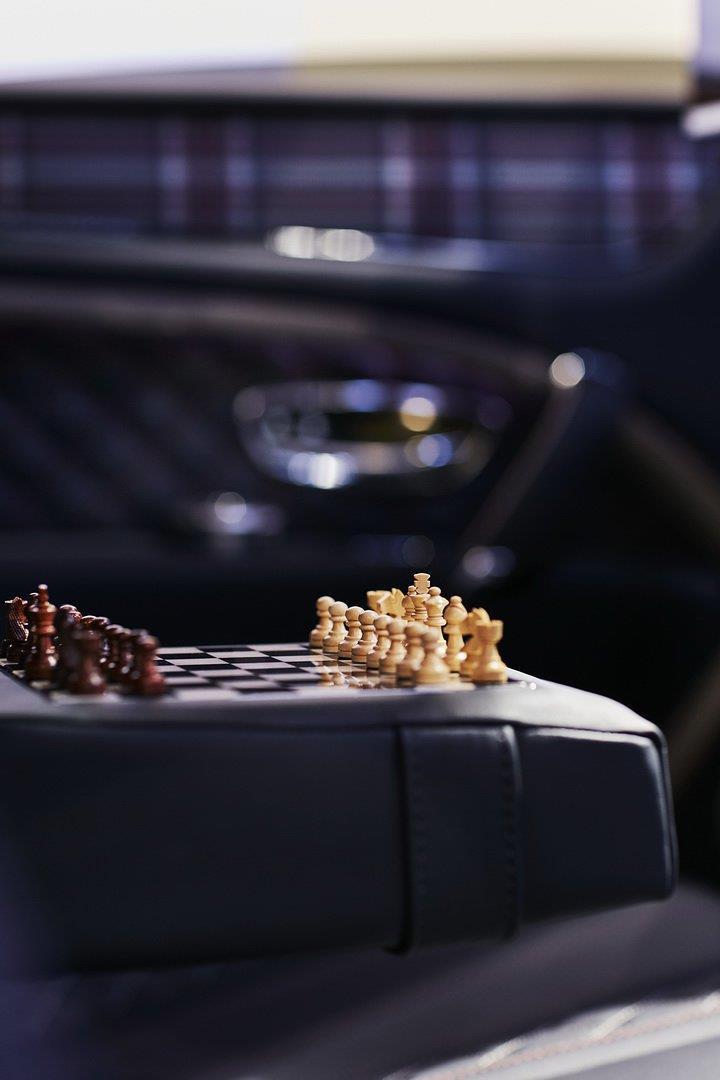 Bentley Bentayga bản 'Doanh nhân', có sẵn cả bàn cờ vua bên trong Ảnh 7