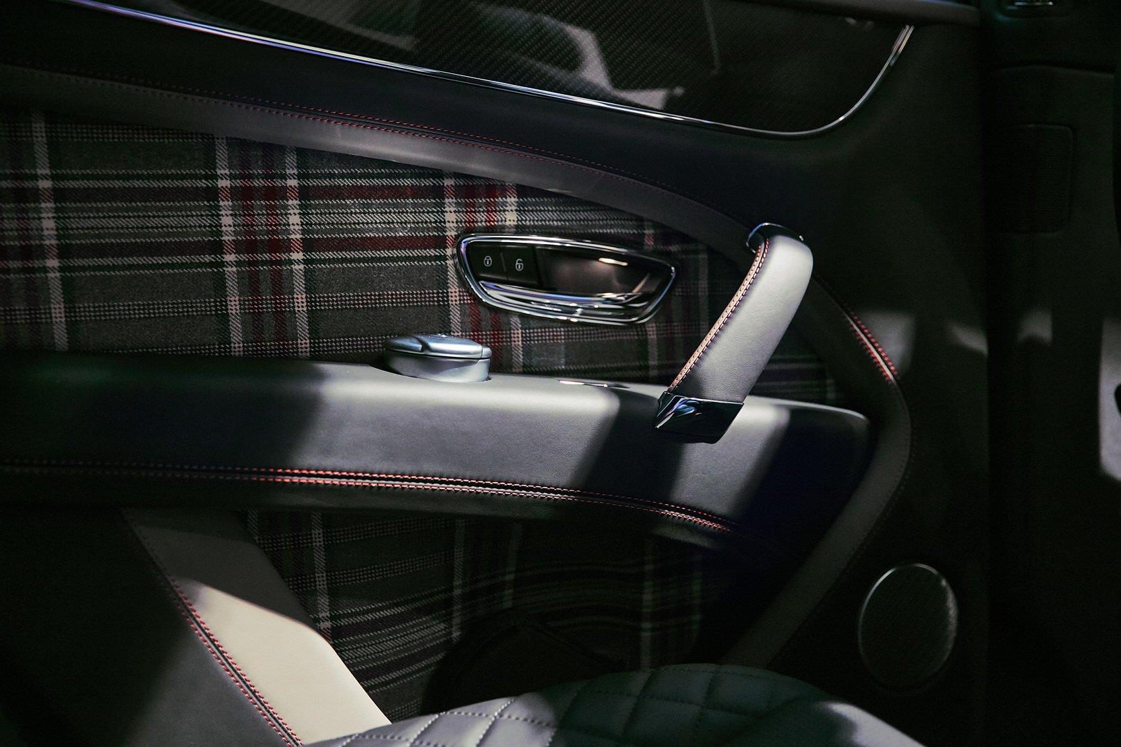 Bentley Bentayga bản 'Doanh nhân', có sẵn cả bàn cờ vua bên trong Ảnh 6