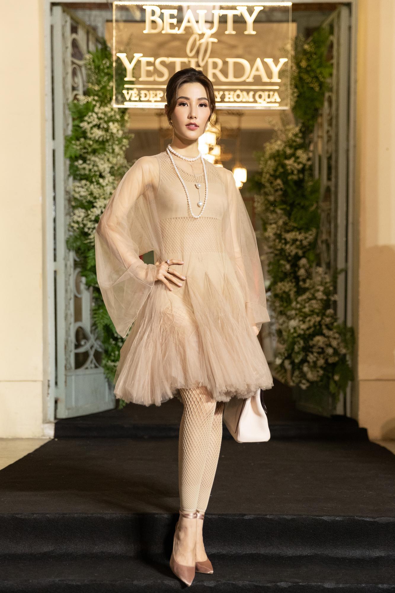 Diễm My 9X hóa 'nàng thơ', đụng hàng Song Hye Kyo với váy Dior Ảnh 10