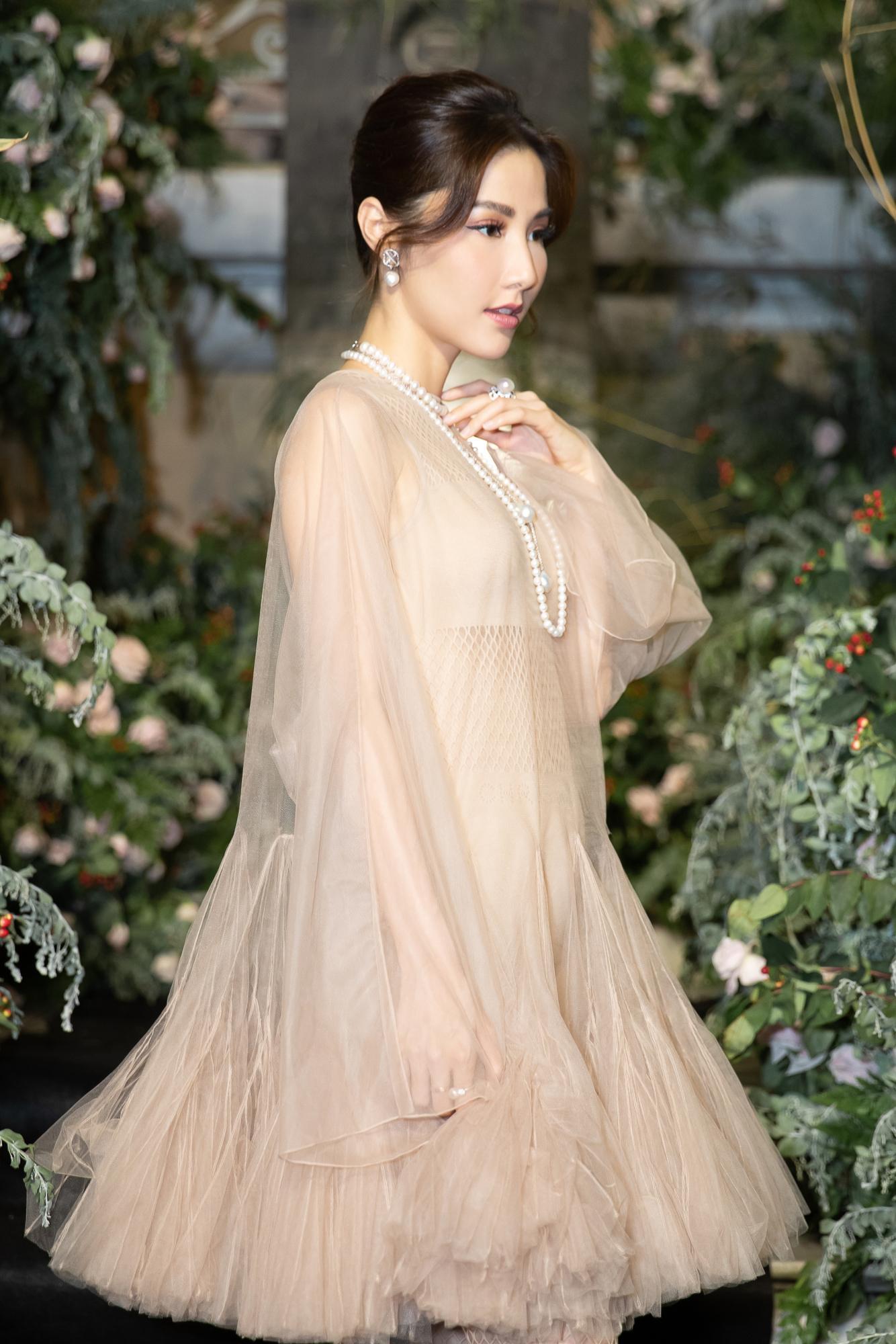 Diễm My 9X hóa 'nàng thơ', đụng hàng Song Hye Kyo với váy Dior Ảnh 6