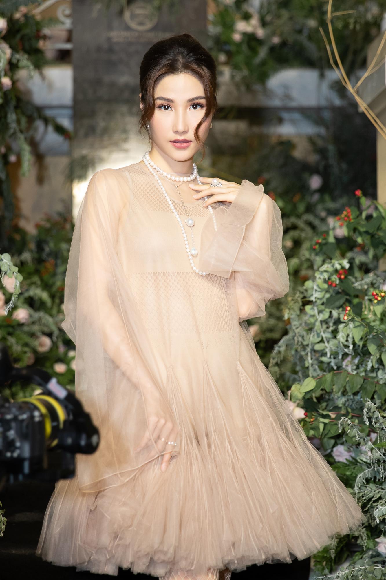 Diễm My 9X hóa 'nàng thơ', đụng hàng Song Hye Kyo với váy Dior Ảnh 5