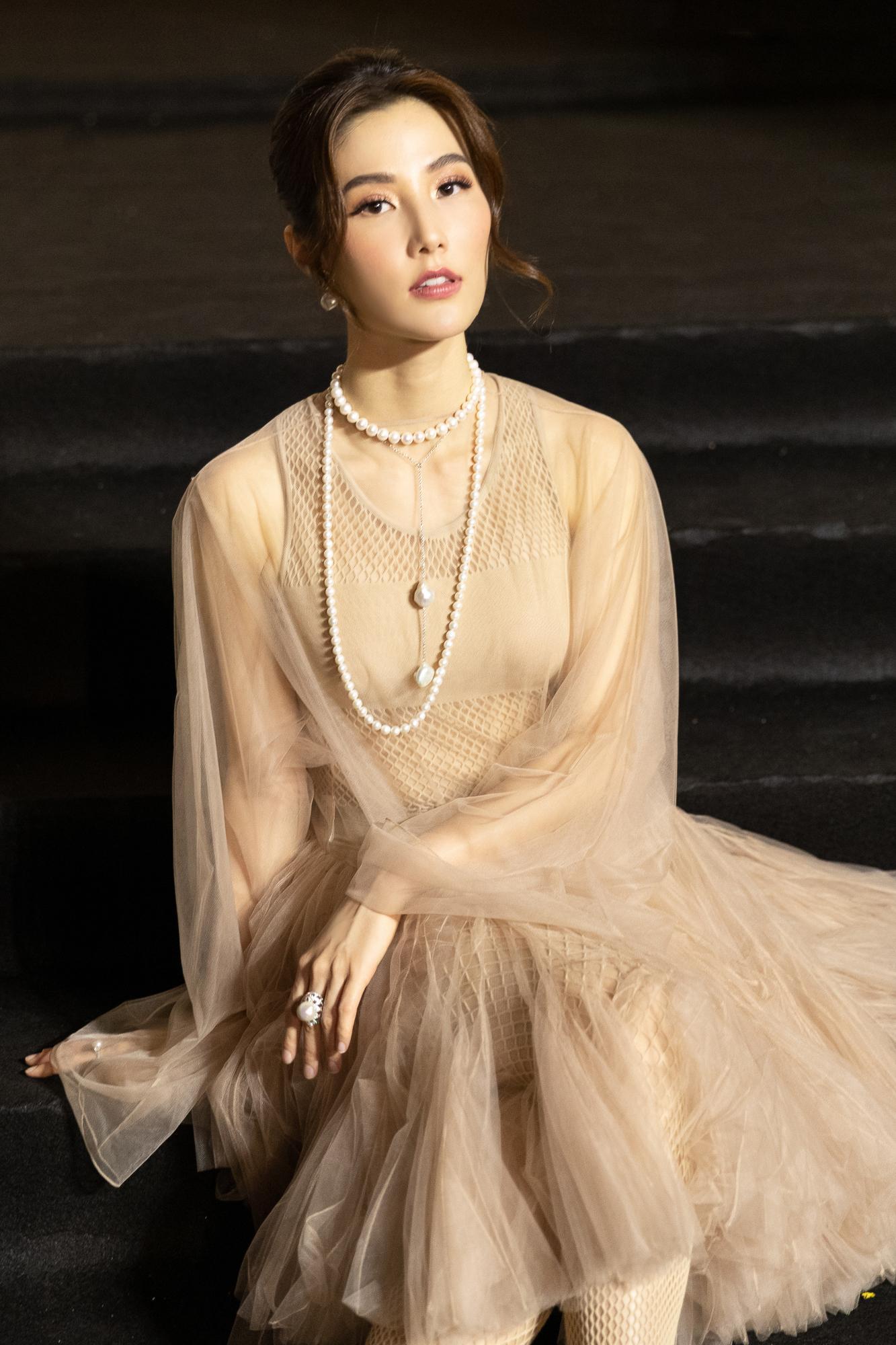 Diễm My 9X hóa 'nàng thơ', đụng hàng Song Hye Kyo với váy Dior Ảnh 12