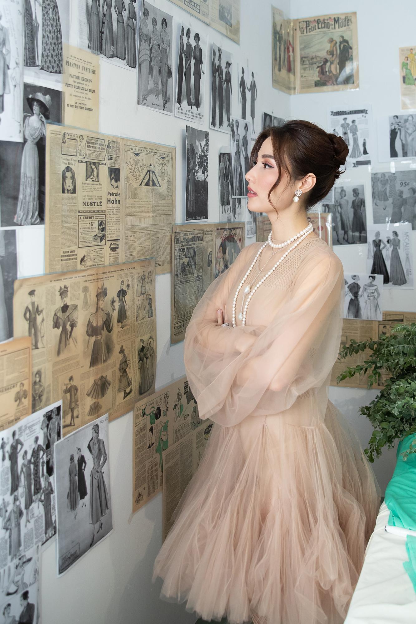 Diễm My 9X hóa 'nàng thơ', đụng hàng Song Hye Kyo với váy Dior Ảnh 2