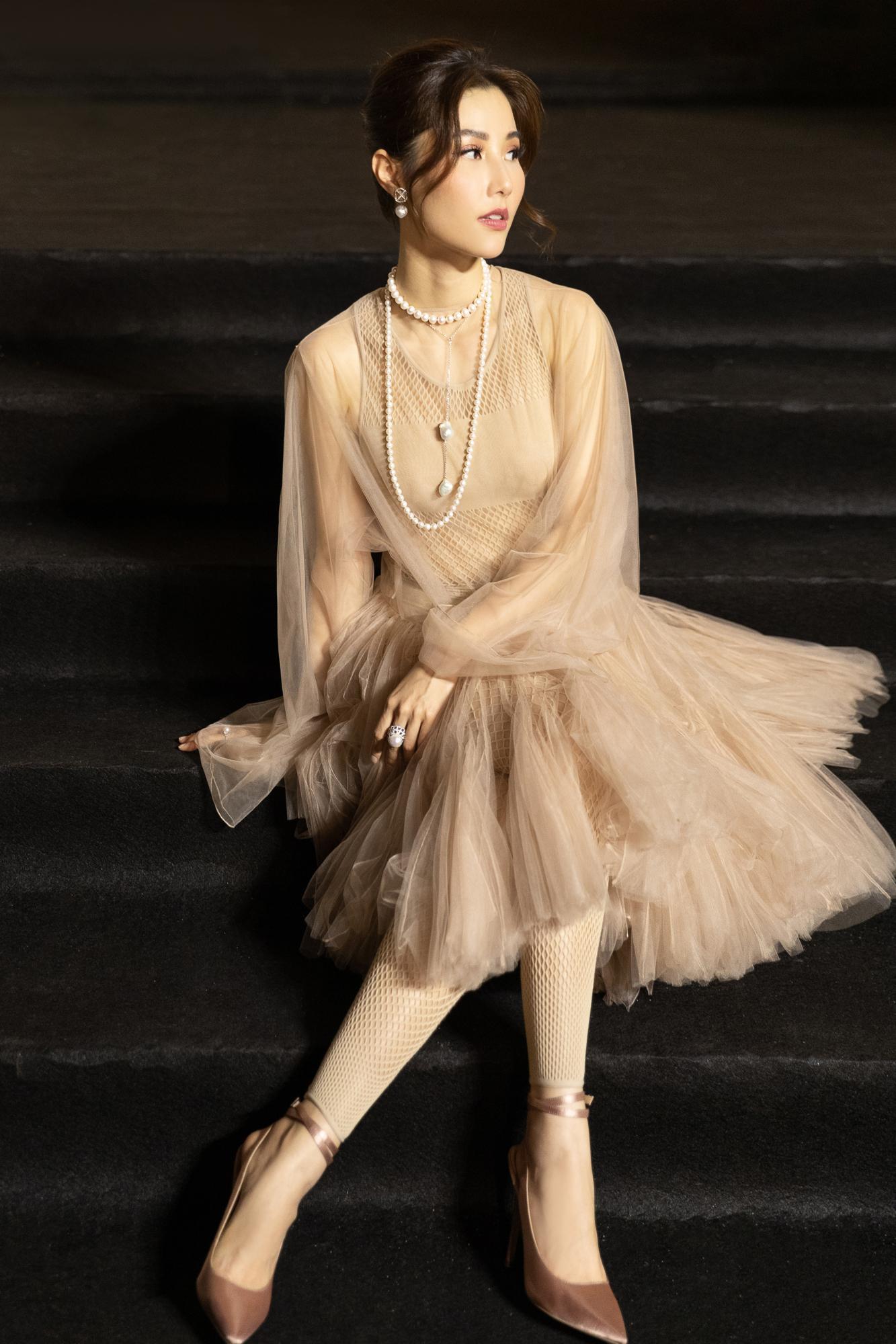 Diễm My 9X hóa 'nàng thơ', đụng hàng Song Hye Kyo với váy Dior Ảnh 11
