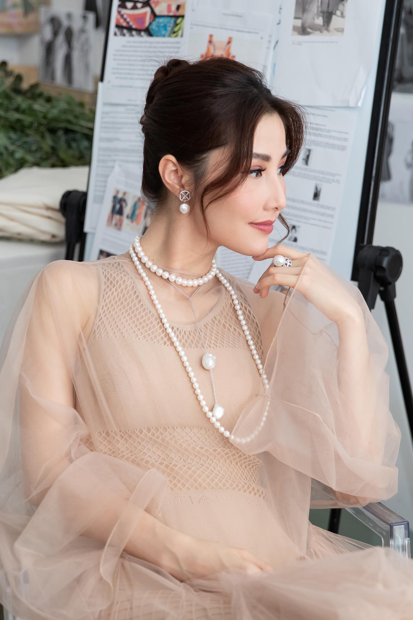 Diễm My 9X hóa 'nàng thơ', đụng hàng Song Hye Kyo với váy Dior Ảnh 13