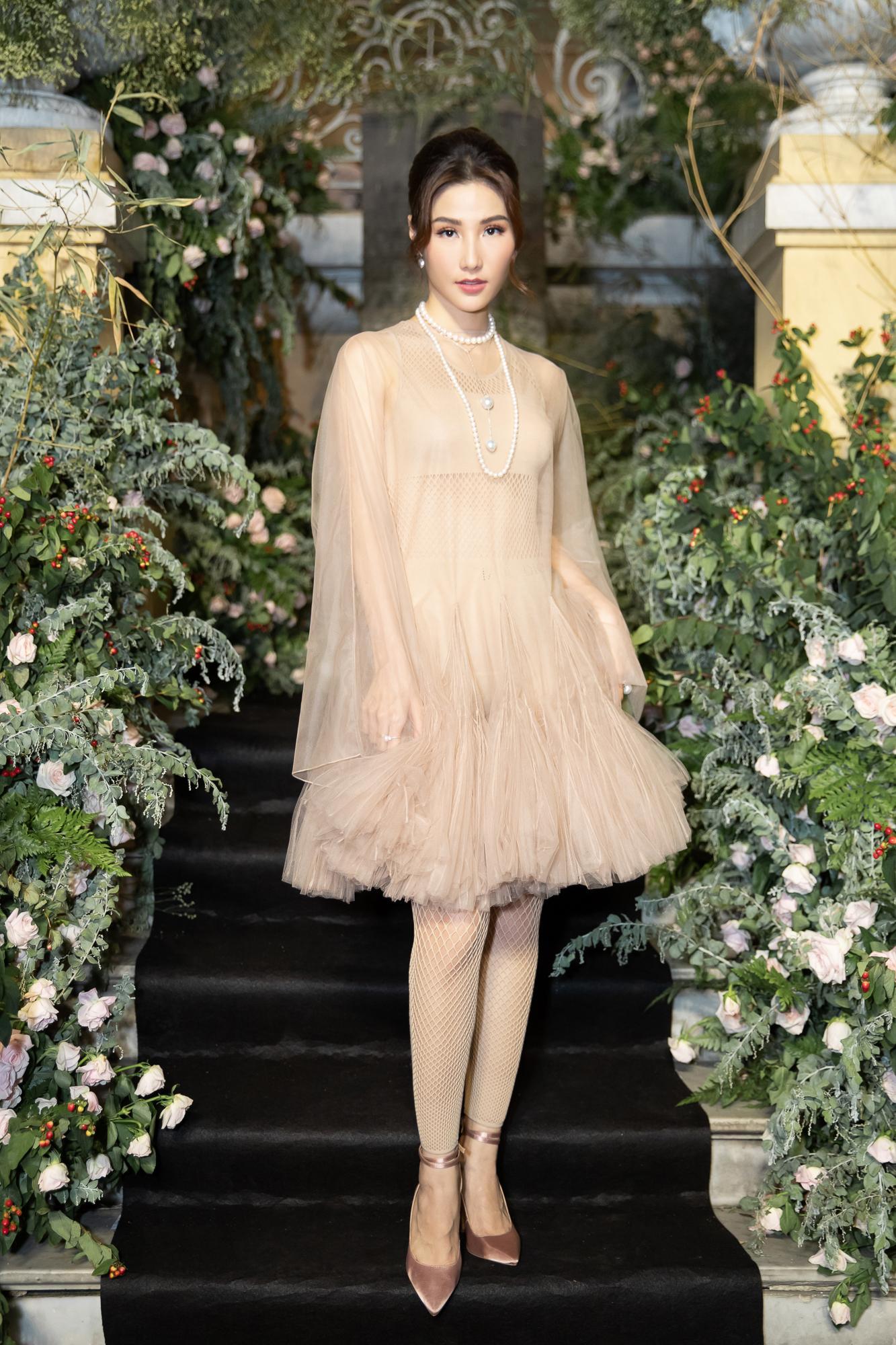 Diễm My 9X hóa 'nàng thơ', đụng hàng Song Hye Kyo với váy Dior Ảnh 7