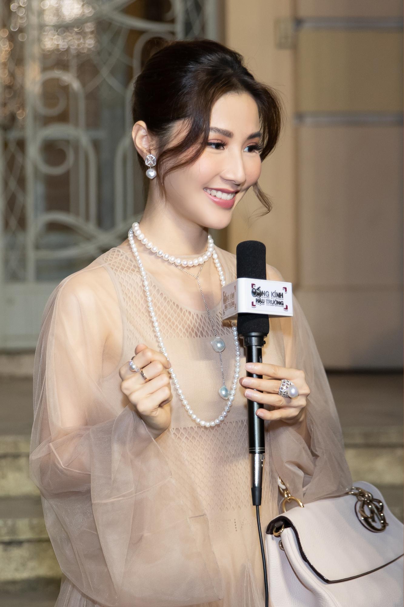 Diễm My 9X hóa 'nàng thơ', đụng hàng Song Hye Kyo với váy Dior Ảnh 9