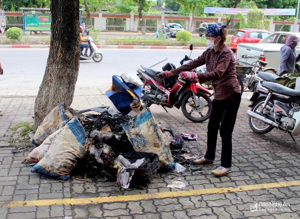 Ngôi nhà tan hoang, đen nhẻm sau vụ cháy tại đường Trần Phú (TP.Vinh) Ảnh 8