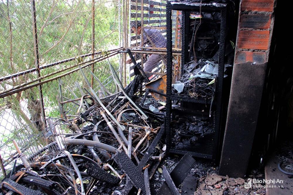 Ngôi nhà tan hoang, đen nhẻm sau vụ cháy tại đường Trần Phú (TP.Vinh) Ảnh 3
