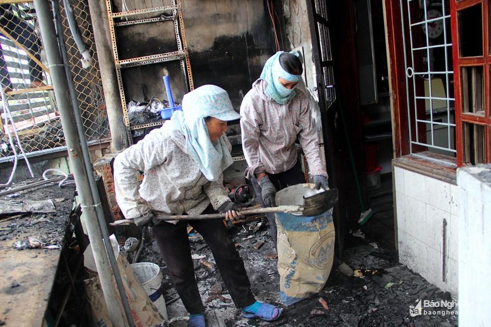 Ngôi nhà tan hoang, đen nhẻm sau vụ cháy tại đường Trần Phú (TP.Vinh) Ảnh 6