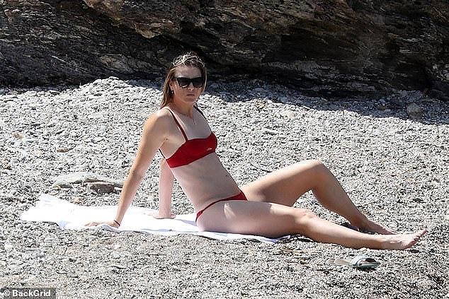 'Búp bê Nga' Maria Sharapova diện bikini thả dáng ở Ý Ảnh 1