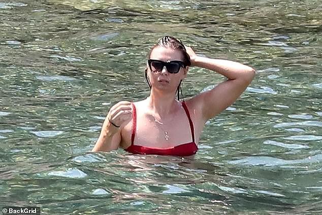 'Búp bê Nga' Maria Sharapova diện bikini thả dáng ở Ý Ảnh 4