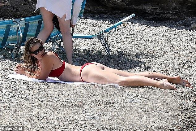 'Búp bê Nga' Maria Sharapova diện bikini thả dáng ở Ý Ảnh 6