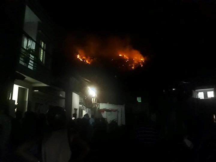 Cháy núi Bà Hỏa giữa đêm, hàng trăm hộ dân Quy Nhơn hoảng loạn Ảnh 4