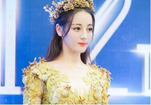 Địch Lệ Nhiệt Ba xinh đẹp, lạ lẫm với tạo hình tóc ngang mới mẻ Ảnh 1