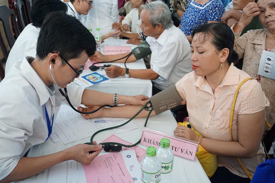 Hơn 4.000 người được khám miễn phí bệnh đái tháo đường và tuyến giáp Ảnh 1