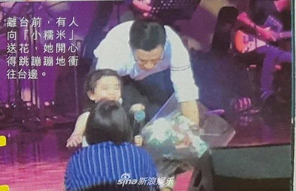 Dương Mịch mặc đồ siêu ngắn 'hớ hênh' vòng ba sau lùm xùm bỏ bê con gái Ảnh 9