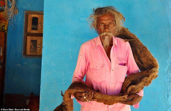 Dị nhân với mái tóc 1m8 không cắt, không gội suốt 40 năm vì tin đó là 'phước lành' Ảnh 2