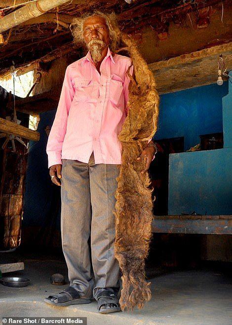 Dị nhân với mái tóc 1m8 không cắt, không gội suốt 40 năm vì tin đó là 'phước lành' Ảnh 3