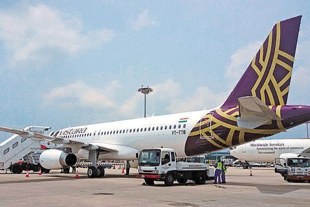 Máy bay chở 153 người cạn nhiên liệu trên không Ảnh 1