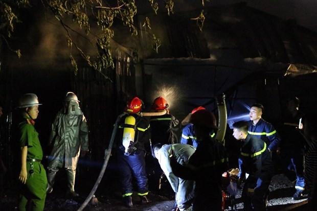 Hà Nội: Cháy lớn tại xưởng nhựa, khói đen bốc cao hàng chục mét Ảnh 1