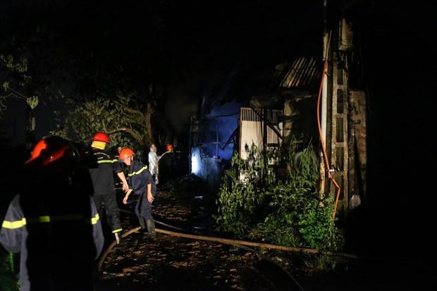 Hà Nội: Cháy lớn tại xưởng nhựa, khói đen bốc cao hàng chục mét Ảnh 3