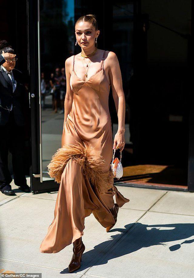 Siêu mẫu Gigi Hadid khoe eo thon, dáng đẹp với croptop sành điệu Ảnh 6