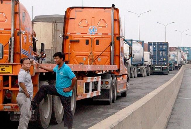 CSGT 'nhức đầu' vì xe container cũng… chết máy Ảnh 1